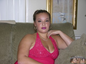 Chubby Amateur Babe Models Nude At Underground Homemade Modeling Shoot